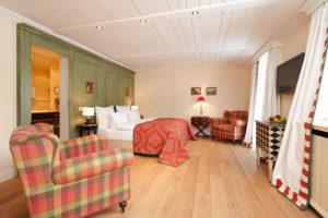 Klassisch und modern präsentieren sich die Zimmer des BurgHotels. Foto: Hardenberg BurgHotel