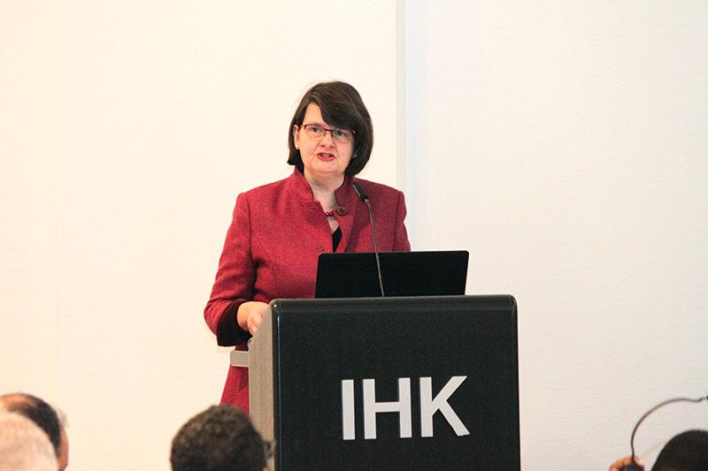 BMZ-Staatssekretärin Dr. Maria Flachsbarth in der IHK Hannover. Foto: Tatjana Regner