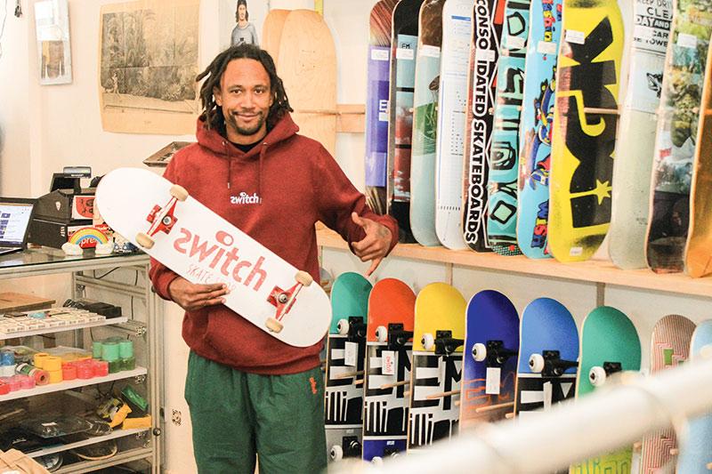 f62cf3743eab1b Jasata Joseph hat sein Hobby mit dem Switch Skateshop zum Beruf gemacht.  Foto  Georg