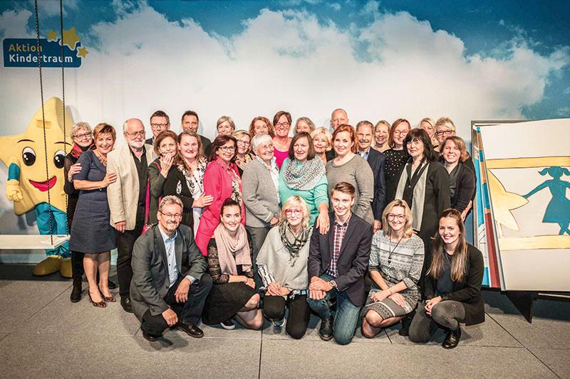 Haupt- und Ehrenamtliche der Aktion Kindertraum. Foto: Aktion Kindertraum