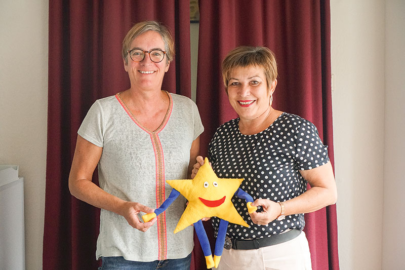 Helga Berndmeyer mit Ute Friese, Gründerin der Aktion Kindertraum (r.). Foto: Barbara Dörmer