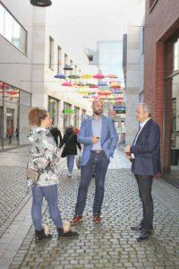 Holger Höfner, Center Manager des Einkaufszentrums Arneken-Galerie (M.).